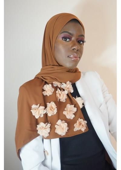 Hijab en soie de médine camel avec des fleurs