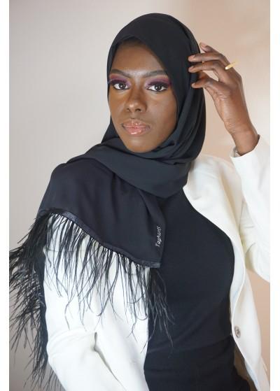 Hijab en soie de médine noir avec des plumes d'autruche
