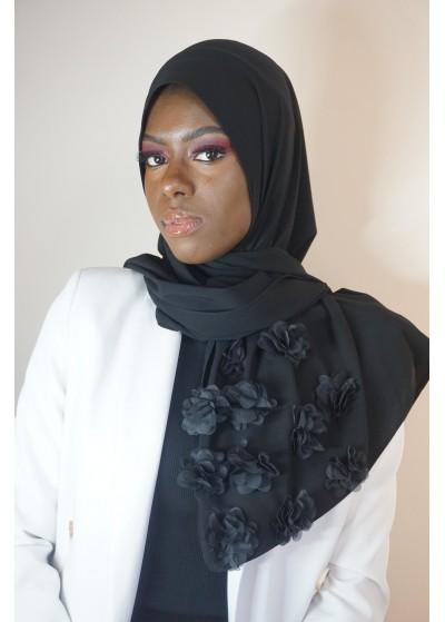 Hijab en soie de médine noir avec des fleurs