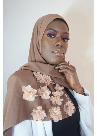 Hijab en soie de médine taupe avec des fleurs