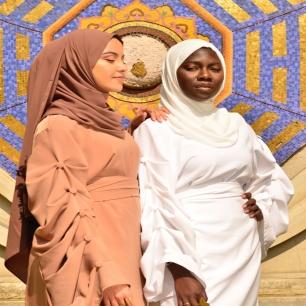 On aime voir les créations @dubaya.gassama associées à nos créations. ⠀⠀⠀⠀⠀⠀⠀⠀⠀ ⠀⠀⠀⠀⠀⠀⠀⠀⠀ Deux univers différents et pourtant si proches. Et vous, qu'en pensez-vous la family ?⠀⠀⠀⠀⠀⠀⠀⠀⠀ ⠀⠀⠀⠀⠀⠀⠀⠀⠀ Inscrivez-vous à notre première vente privée à l'occasion des deux ans de la marque Taghanti (lien en bio)