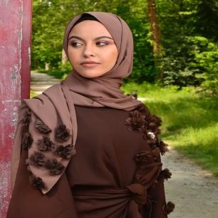 L'assurance et l'élégance d'une femme Taghanti ⠀⠀⠀⠀⠀⠀⠀⠀⠀ ⠀⠀⠀⠀⠀⠀⠀⠀⠀ Bonne fin de semaine la family 🤎 ⠀⠀⠀⠀⠀⠀⠀⠀⠀ ⠀⠀⠀⠀⠀⠀⠀⠀⠀ ⠀⠀⠀⠀⠀⠀⠀⠀⠀ ⠀⠀⠀⠀⠀⠀⠀⠀⠀ ⠀⠀⠀⠀⠀⠀⠀⠀⠀ #taghanti #hijab #hijabi #hijabstyle #shoponline #hijabfashion #muslimfashion #hijaber #hijabblogger #turban #shawl #foulards #brand #hijabshop #turbanshop #brand #muslimbrand #aidmubarak