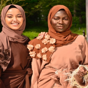 """Comme un air de fête de l'Aïd qui approche 🎉🌙⠀⠀⠀⠀⠀⠀⠀⠀⠀ ⠀⠀⠀⠀⠀⠀⠀⠀⠀ À cette occasion, nous vous donnons la possibilité avec @house_caring de remporter une box Aïd 🎁⠀⠀⠀⠀⠀⠀⠀⠀⠀ ⠀⠀⠀⠀⠀⠀⠀⠀⠀ Cette box contient : ⠀⠀⠀⠀⠀⠀⠀⠀⠀ - un foulard de la collection Aïd⠀⠀⠀⠀⠀⠀⠀⠀⠀⠀⠀⠀⠀⠀⠀⠀⠀⠀ - un mini Coran et tasbih⠀⠀⠀⠀⠀⠀⠀⠀⠀⠀⠀⠀⠀⠀⠀⠀⠀⠀ - un dessous de verre en résine @house_caring⠀⠀⠀⠀⠀⠀⠀⠀⠀ - un cadre en verre or """"Eïd Mubarak"""" @house_caring ⠀⠀⠀⠀⠀⠀⠀⠀⠀ ⠀⠀⠀⠀⠀⠀⠀⠀⠀ Rendez-vous sur notre publication précédente pour y participer 👉⠀⠀⠀⠀⠀⠀⠀⠀⠀ ⠀⠀⠀⠀⠀⠀⠀⠀⠀ En attendant, profitons des derniers jours de mois de Ramadan pour les concernées. ⠀⠀⠀⠀⠀⠀⠀⠀⠀ ⠀⠀⠀⠀⠀⠀⠀⠀⠀ Prenez soin de vous 🤍⠀⠀⠀⠀⠀⠀⠀⠀⠀ La Taghanti family ⠀⠀⠀⠀⠀⠀⠀⠀⠀ ⠀⠀⠀⠀⠀⠀⠀⠀⠀ ⠀⠀⠀⠀⠀⠀⠀⠀⠀ ⠀⠀⠀⠀⠀⠀⠀⠀⠀ ⠀⠀⠀⠀⠀⠀⠀⠀⠀ ⠀⠀⠀⠀⠀⠀⠀⠀⠀ #decoration #cadeauaid #resine⠀⠀⠀⠀⠀⠀⠀⠀⠀⠀⠀⠀⠀⠀⠀⠀⠀⠀ #foulard #minicoran #boxaid #gift #aidgift #giveaway #jeuconcours #agagner #boxeid #cadrepersonnalise #ideecadeau #personnalisation #hijab #muslim #eidmubarak #ramadan"""